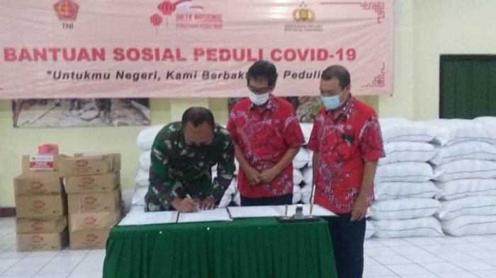 Peduli COVID-19, PSMTI Magelang Serahkan Bantuan Sosial pada Kodim 0705/Magelang