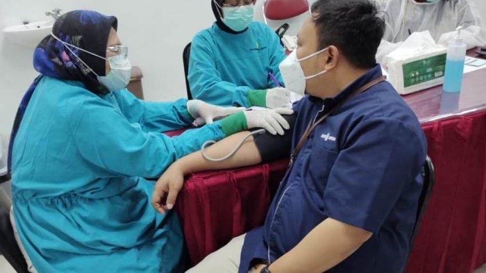 Pegawai Bank BPD DIY Cabang Bantul Terima Vaksinasi COVID-19