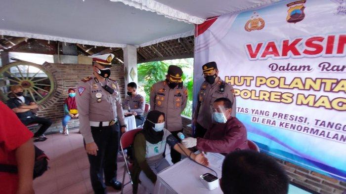Ratusan Orang Ikuti Vaksinasi Massal di Perbatasan Kabupaten Magelang-Sleman