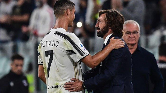 Pelatih Juventus Andrea Pirlo (kanan) mengucapkan selamat kepada Cristiano Ronaldo (kiri). Tampak pula Pelatih Sampdoria Claudio Ranieri (Belakang kanan) setelah pertandingan Serie A Italia Juventus vs Sampdoria pada 20 September 2020 di stadion Juventus di Turin.