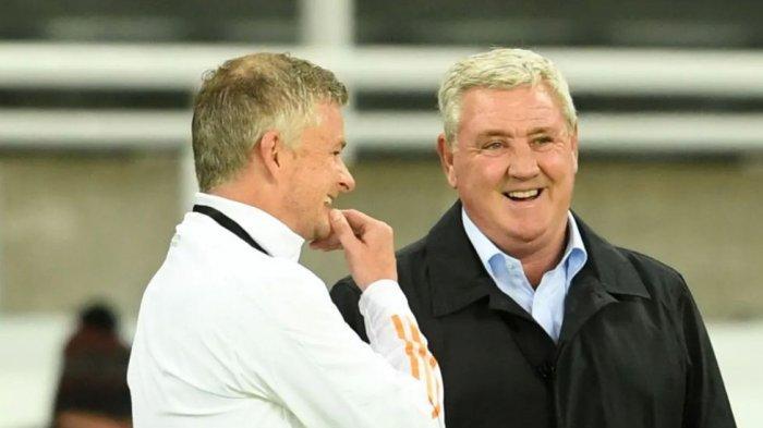 Pelatih Newcastle Steve Bruce (kanan) dan Ole Gunnar (kiri)