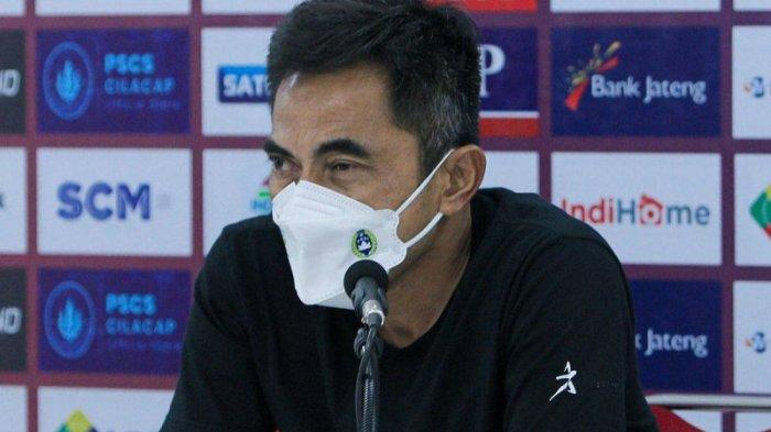 Pelatih PSIM Yogyakarta Seto Nurdiyantoro pada jumpa pers PSIM vs PSCS