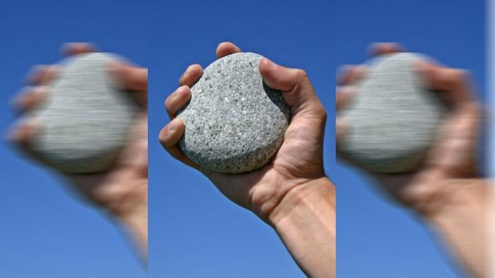 Jemaah Pengajian-Warga Saling Lempar Batu
