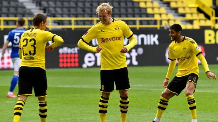 Pemain Borrusia Dortmund Julian Brandt (tengah) incaran Arsenal