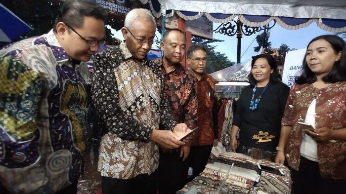 Bupati Sleman Jajal Pembayaran Nontunai Pakai QRIS Bank BPD DIY