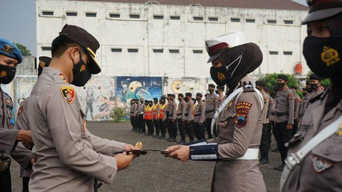 Berprestasi dan Berdedikasi Tinggi, 18 Personel Polres Magelang Kota Terima Penghargaan