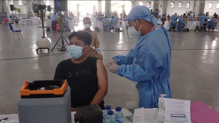 Pelaksanaan vaksinasi massal di JEC