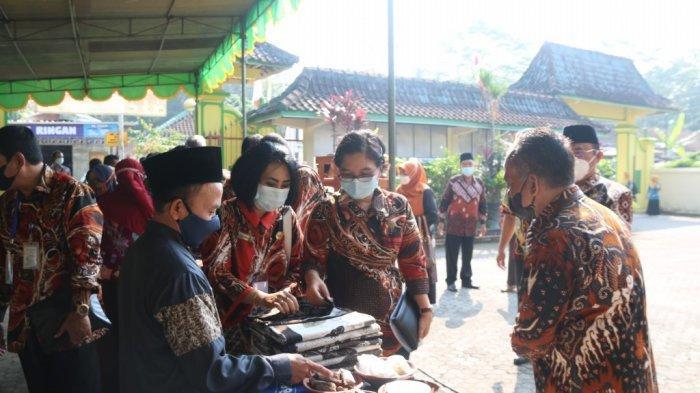 Pemkab Kulon Progo Terima Kunjungan Tim Penilai Lomba Tingkat DIY 2021 untuk Klarifikasi Lapangan