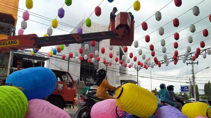 Bukan Sekadar Hiasan, Ini Makna di Balik Warna-warni Lampion Nataru di Alun-alun Kota Magelang