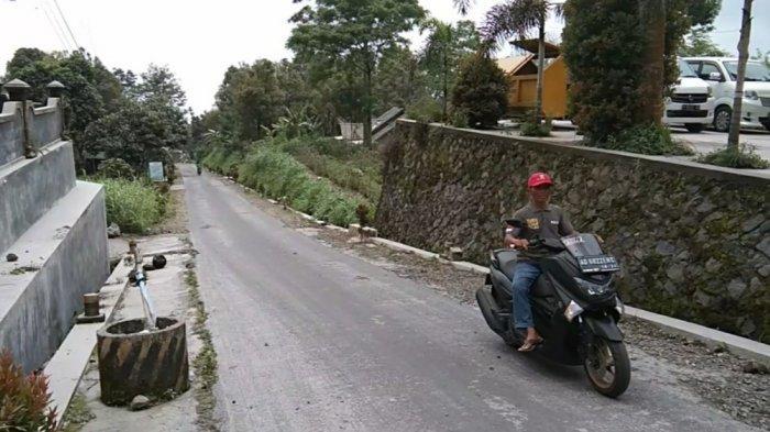 Kamis Pagi, Hujan Abu Gunung Merapi Tipis Kembali Guyur Desa Tegalmulyo Klaten