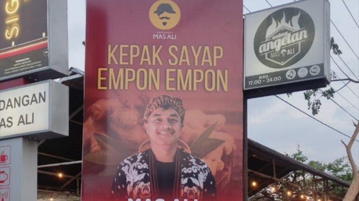 Cerita di Balik Viralnya Baliho Kepak Sayap Empon-Empon di Magelang, Terinspirasi Puan Maharani