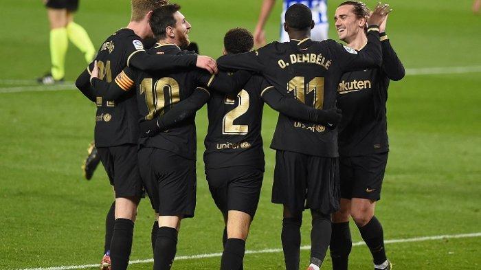 Pemain Barcelona merayakan gol setelah mencetak skor ke gawang Real Sociedad, Senin (22/3/2021)