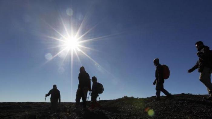 Berbahagialah Jika Semalam Mimpi Berdiri di Puncak Gunung, Konon Pertanda Kesuksesan Datang!