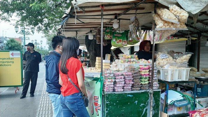 Pedagang Bakpia di Malioboro Kini Mulai Ramai Pembeli