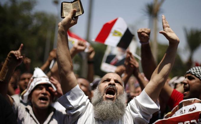 Pertaruhan Demokrasi di Mesir