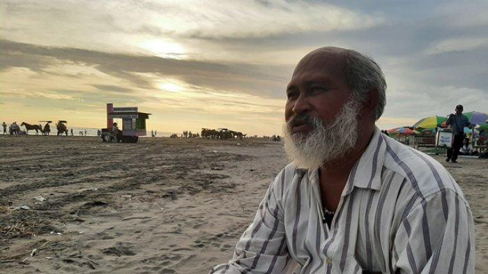 Kisah Petrus Adi Utomo, Pengamen Puisi di Parangtritis Hibur Wisatawan Lewat Untaian Kata-kata Indah