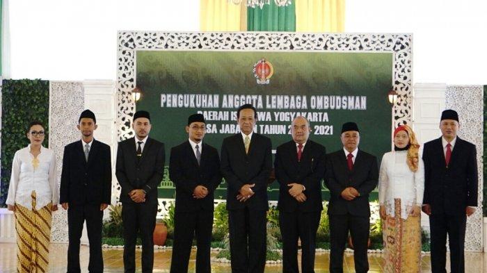 Gubernur Kukuhkan Tujuh Komisioner LO DIY Periode 2018-2021