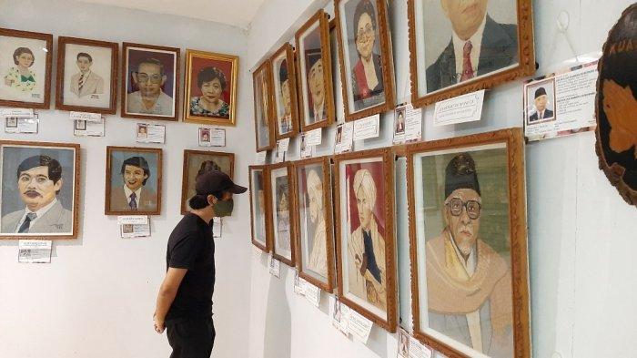 WISATA BUDAYA dan SEJARAH YOGYA : Melihat Koleksi Langka Beragam Batik di Museum Batik