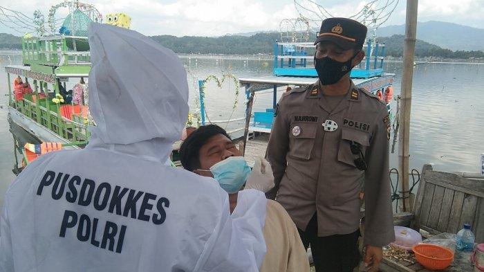 Pengunjung Obyek Wisata Rawa Jombor Klaten Jalani Tes Rapid Antigen Secara Acak