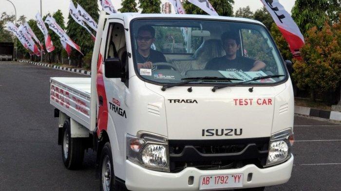 Pengunjung Rasakan Kenyamanan Berkendara dengan Isuzu Traga