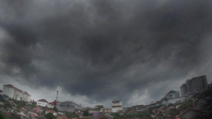 ILUSTRASI: Cuaca mendung di wilayah Yogyakarta beberapa waktu yang lalu.