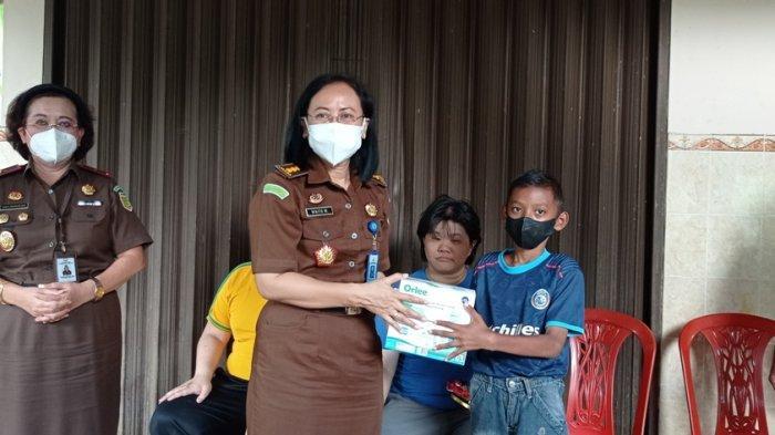 Kejati DIY dan Kejari Kulon Progo Salurkan Sembako ke Sejumlah Panti Dalam Rangka Aksi Kepedulian