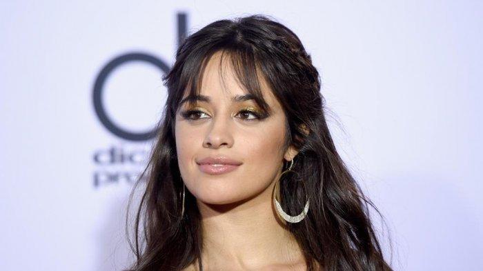 Lirik Lagu Camila Cabello - Don't Go Yet, Lengkap dengan Terjemahan Bahasa Indonesia