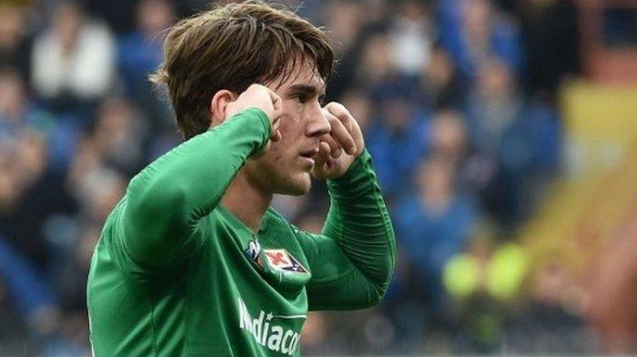 Penyerang Fiorentina, Dusan Vlahovic, yang disebut menjadi bidikan AC Milan