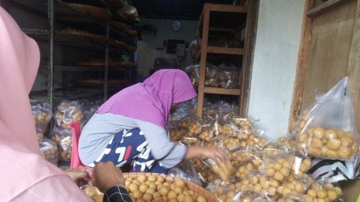 Harga Kedelai Impor Naik, Perajin Tahu Bulat di Magelang Kurangi Ukuran dan Bobot Produknya