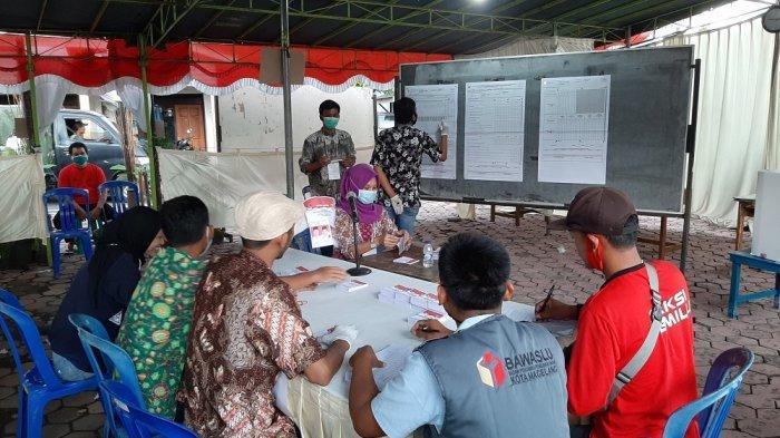 Ilustrasi : Proses penghitungan suara di Tempat Pemungutan Suara (TPS) 2, Kampung Menowo, Kelurahan Kedungsari, Kecamatan Magelang Utara, Kota Magelang, Rabu (9/12/2020).