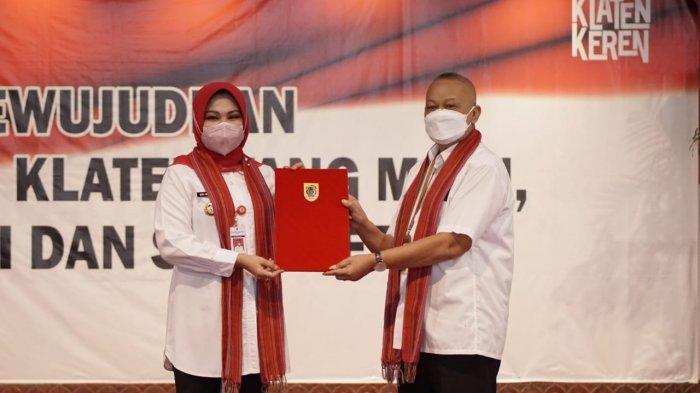 HUT Klaten Ke-217, Bupati Sri Mulyani Jelaskan Simbol Baju Putih dan Selendang Lurik