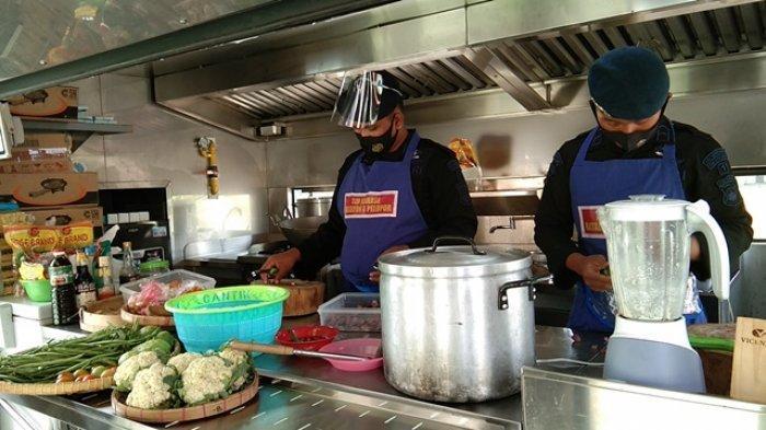 Melihat Dapur Umum Pengungsi Gunung Merapi di Klaten, Kokinya Personel Brimob