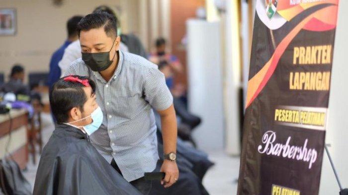 Peserta BLKKota Magelang Sediakan Pangkas Rambut Gratis untuk Masyarakat