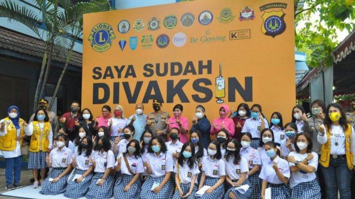 Peserta Didik SMA Stella Duce 1 Yogyakarta Terima Vaksin Covid-19