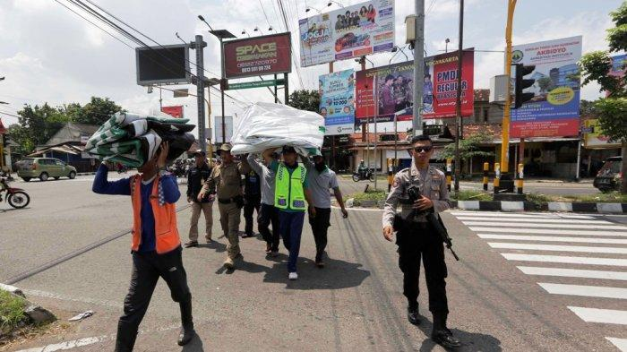 Bawaslu Kewalahan Lepas Ribuan APK di Kota Yogyakarta