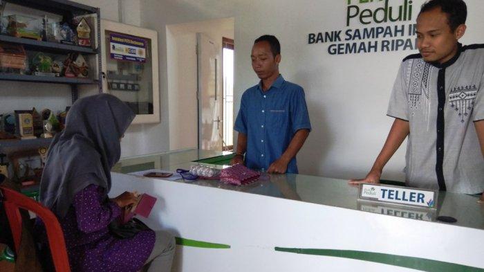 Ubah Limbah Jadi Rupiah di Bank Sampah Induk Gemah Ripah