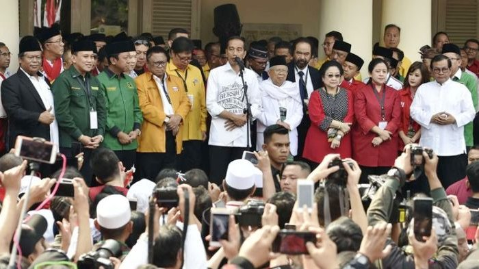 Jokowi Pilih Kediaman Kiai Ma'ruf Amin untuk Sampaikan Pidato terkait Putusan MK