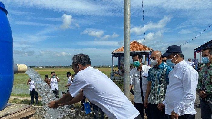 Dukung Ketahanan Pangan Nasional, PLN Berikan Bantuan Petani Karanganyar Pemasangan Meter Listrik