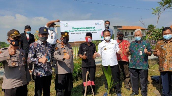PLN Berikan Bantuan Penanaman Bibit Kelapa Mentok di Kabupaten Kebumen