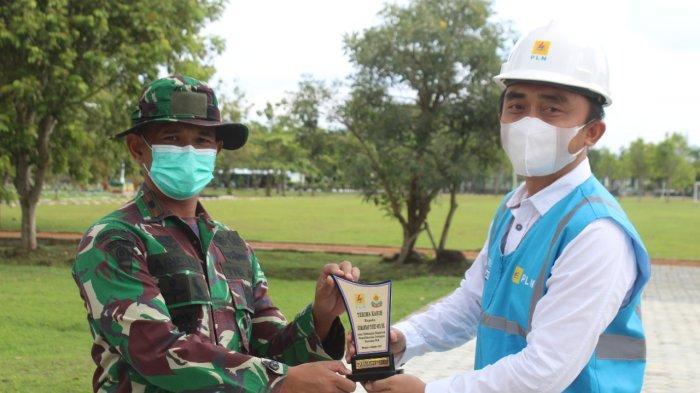 Kegiatan pemeliharaan preventif bersama dengan prajurit TNI pada aset yang dikelola PLN, di Kecamanatan Wangon, Kabupaten Banyumas Senin, (4/10/2021)