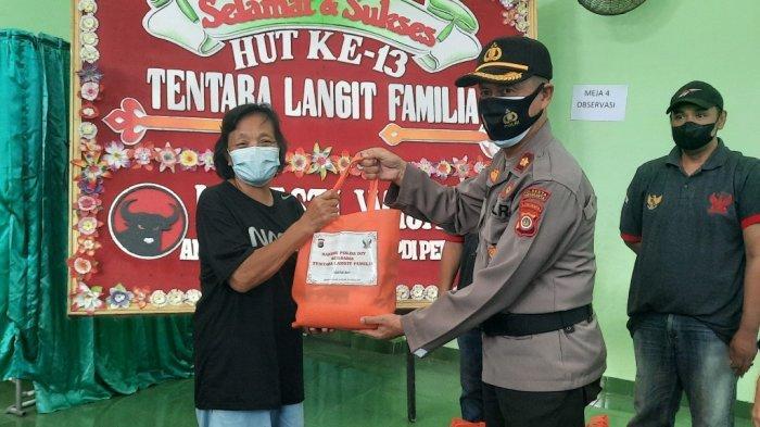 Polda DI Yogyakarta Distribusikan Paket Sembako untuk Komunitas Pedagang Malioboro