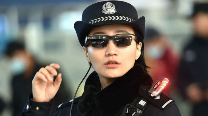 Polisi China Kenakan Kacamata Khusus untuk Kenali Penjahat