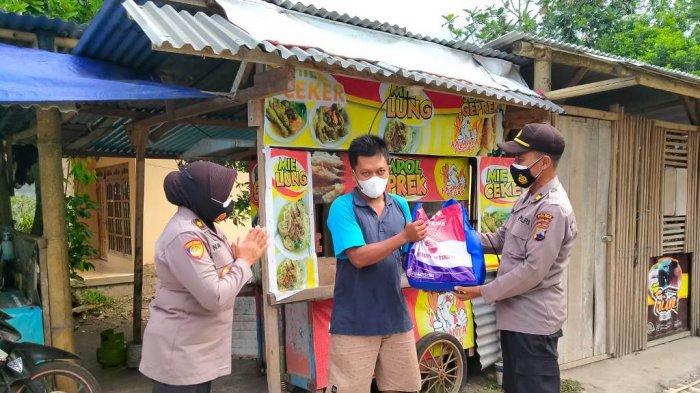 Polres Magelang Bagikan Bansos Sasar Pedagang Terdampak PPKM Level 4