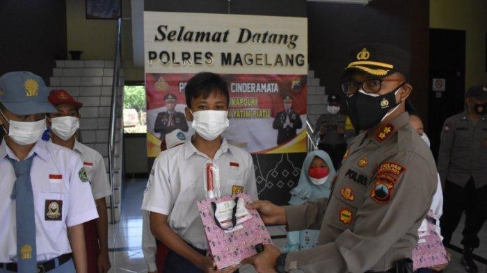 Polres Magelang Berikan Bantuan Ponselpada 10 Anak Yatim Piatu