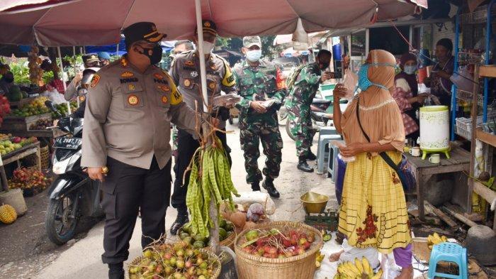 Kuatkan Sinergi, TNI dan Polri Bagikan Seribu Masker dan Cek Prokes di Kabupaten Magelang