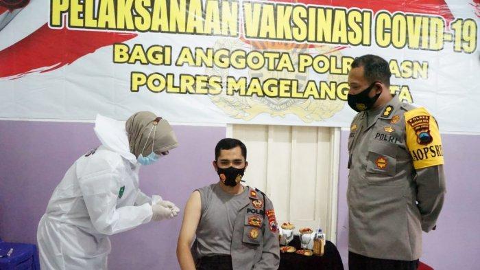 Personel Polres Magelang Kota Ikuti Vaksinasi Tahap Pertama