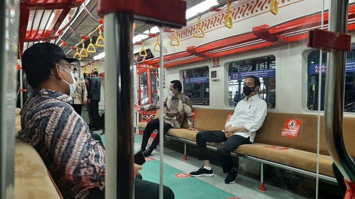 Presiden Jokowi dan Menhub Nikmati Interior Gerbong Tiga KRL Yogyakarta-Solo Menuju Klaten