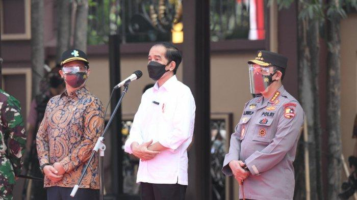 Presiden Jokowi Didampingi Kapolri Dan Panglima Tinjau Vaksinasi Massal Jelang HUT Bhayangkara