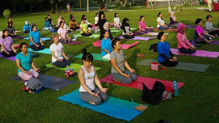 Prime Plaza Ajak Women Yoga di Hari Kartini