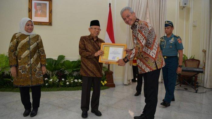 Produktivitas Pekerja Jateng Tinggi, Ganjar Pranowo Raih Anugerah Paramakarya dari Wakil Presiden